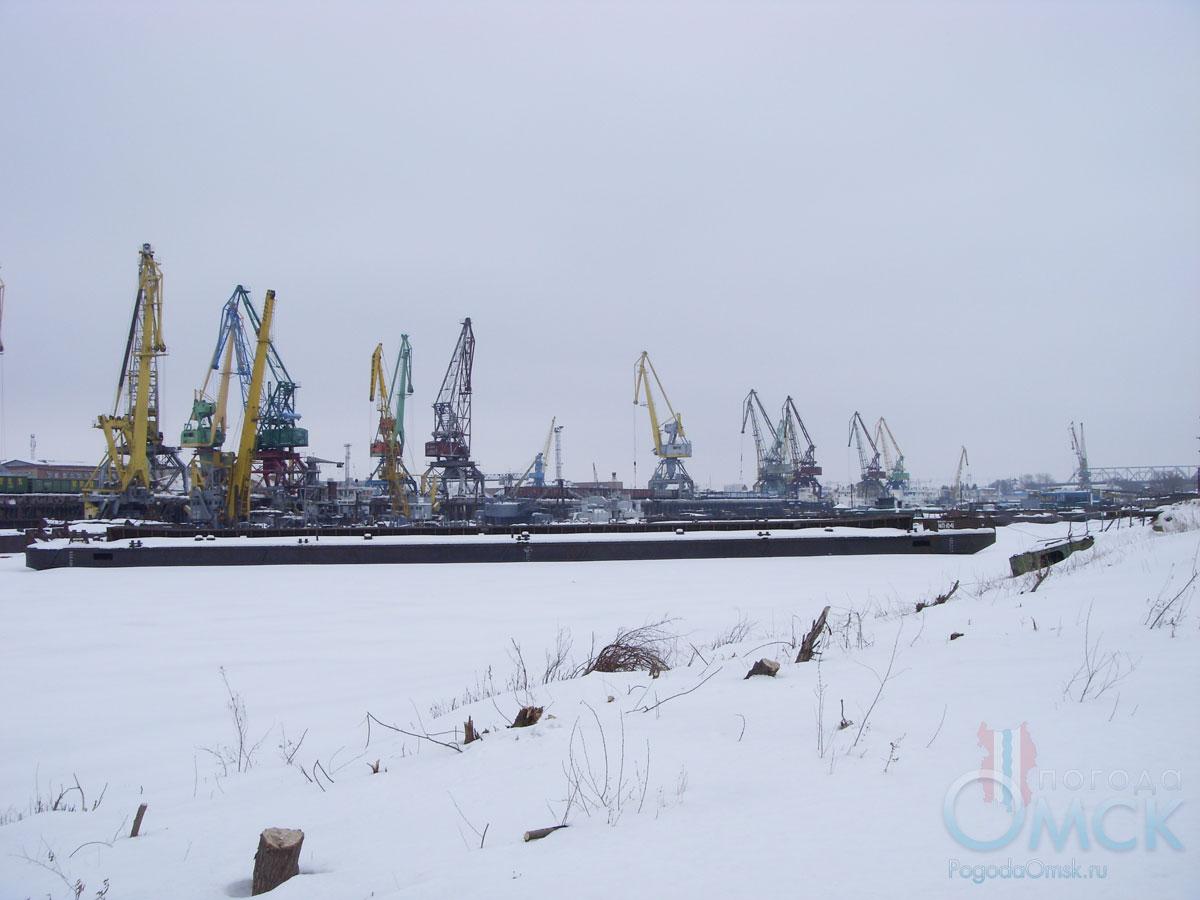 Речной порт зимой