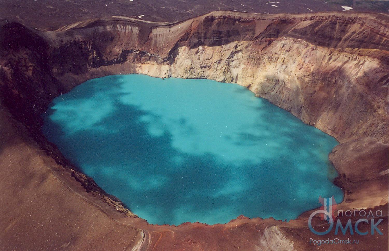 Кислотное озеро в кратере вулкана Малый Семячик