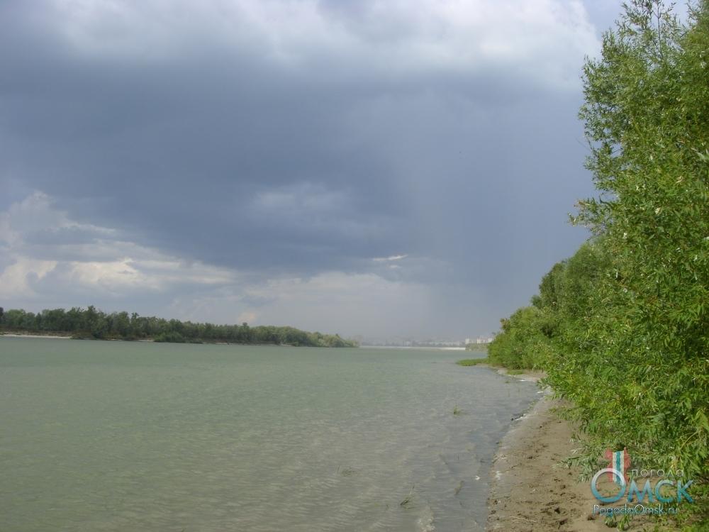 Вид на остров Кировский с затона у речного порта