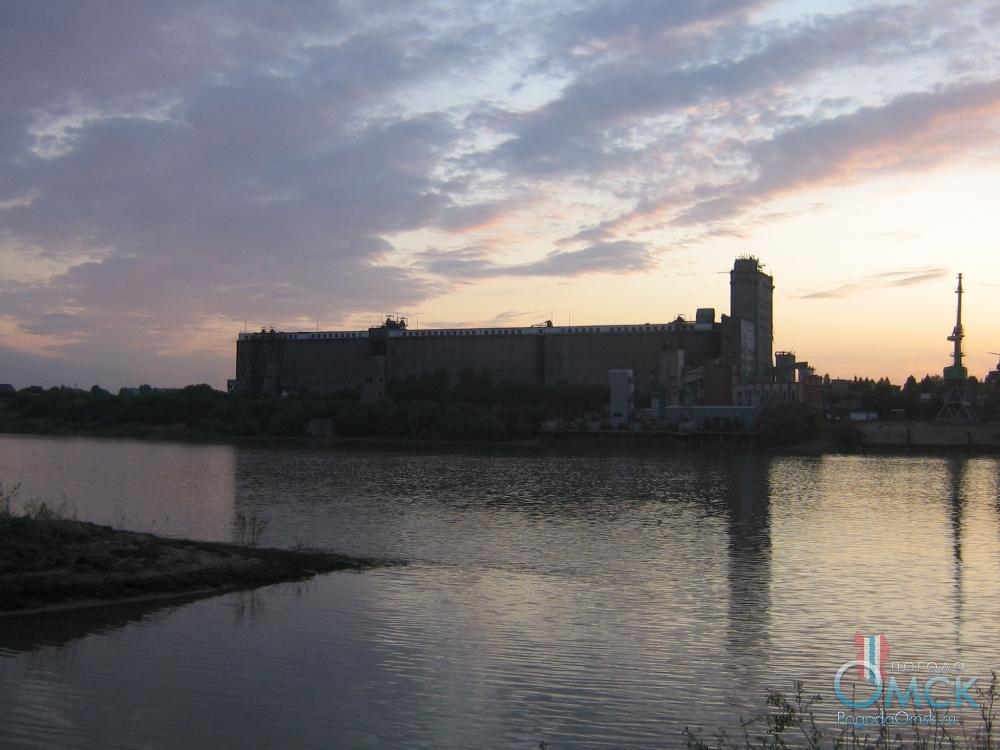 Вид на Кировск-Омский элеватор