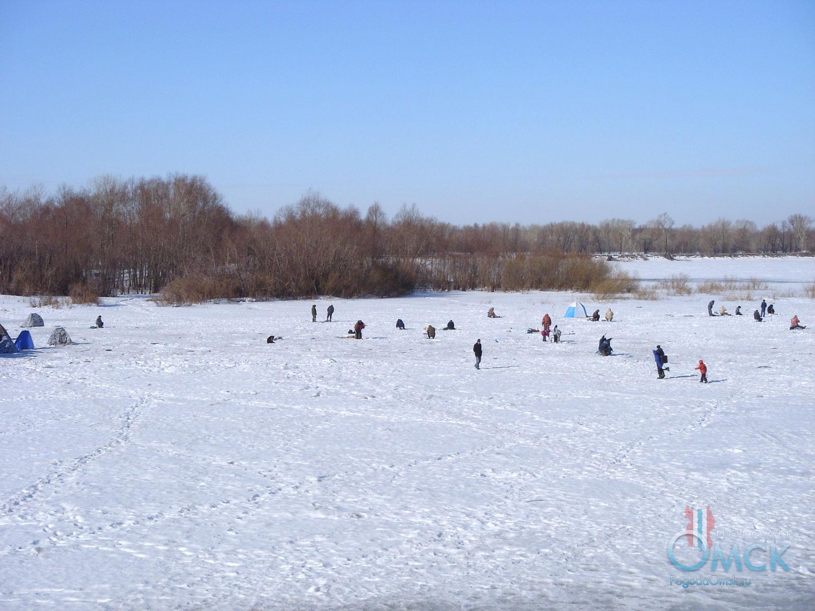 Любители зимней рыбалки на Иртыше