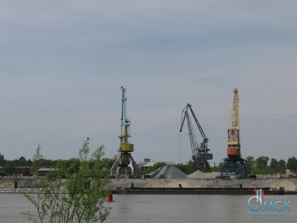 Речной порт на левом берегу Иртыша