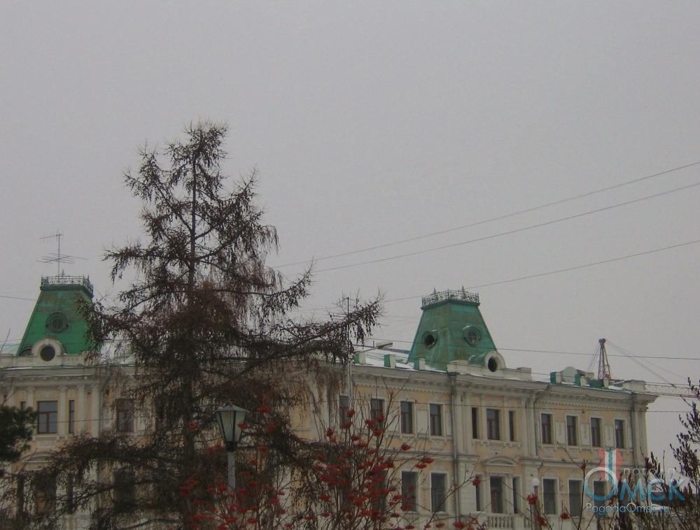 Зеленая крыша остиницы «Октябрь»