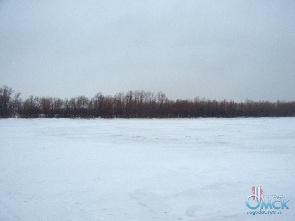 На льду реки, вид на берег