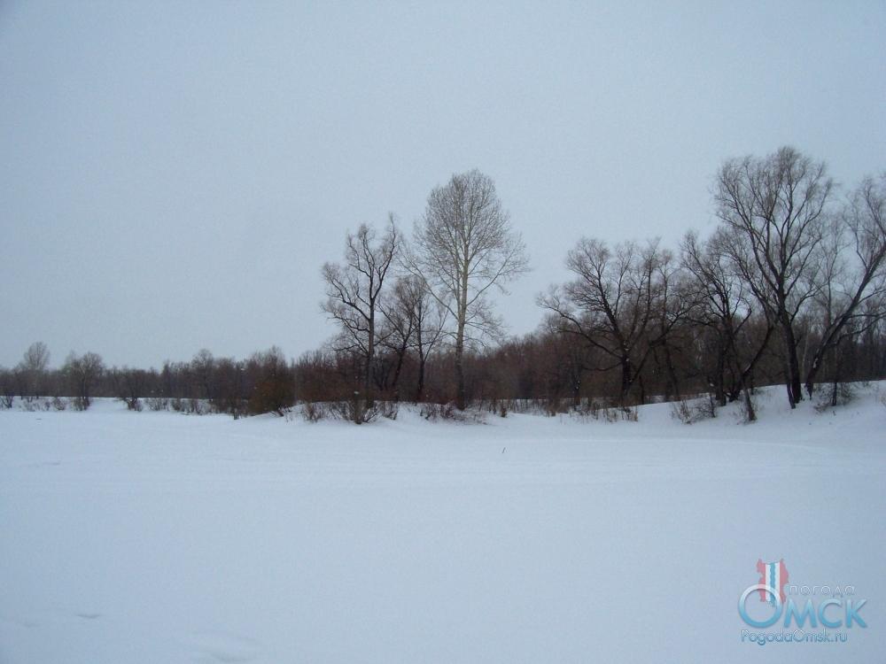 Снег лежит ровным полотном