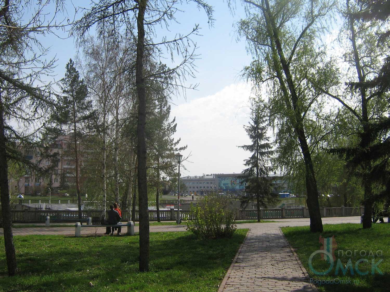 Олиствление деревьев в сквере